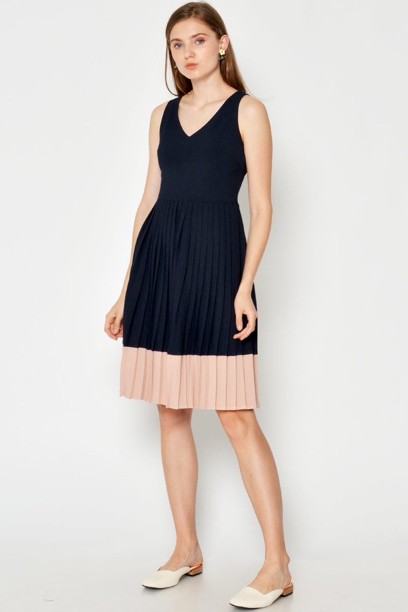 ZELNA PLEATED COLOURBLOCK DRESS