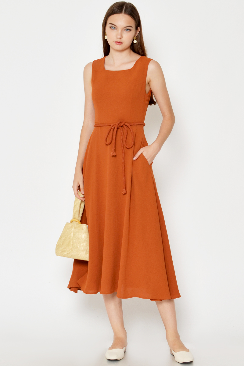 BETSI SQUARENECK SWING MIDI DRESS W ROPE SASH