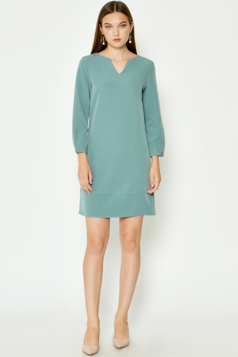 JAEDA CUTOUT NECKLINE SHIFT DRESS