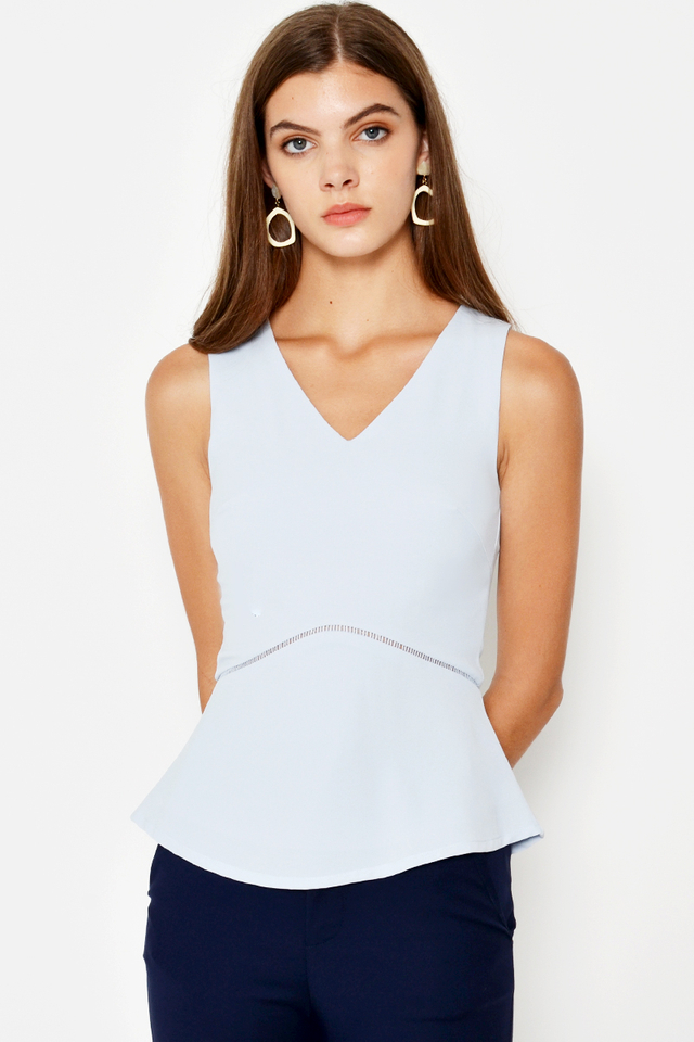 NAVO CUTOUT TOP
