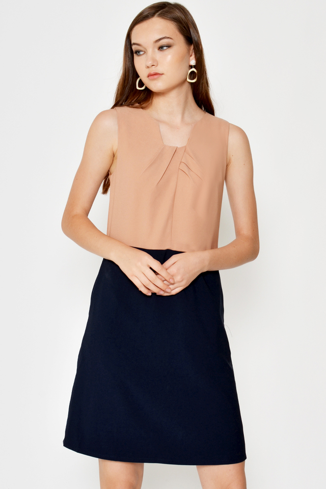 FANNIE PLEATED NECKLINE COLOURBLOCK SHIFT DRESS