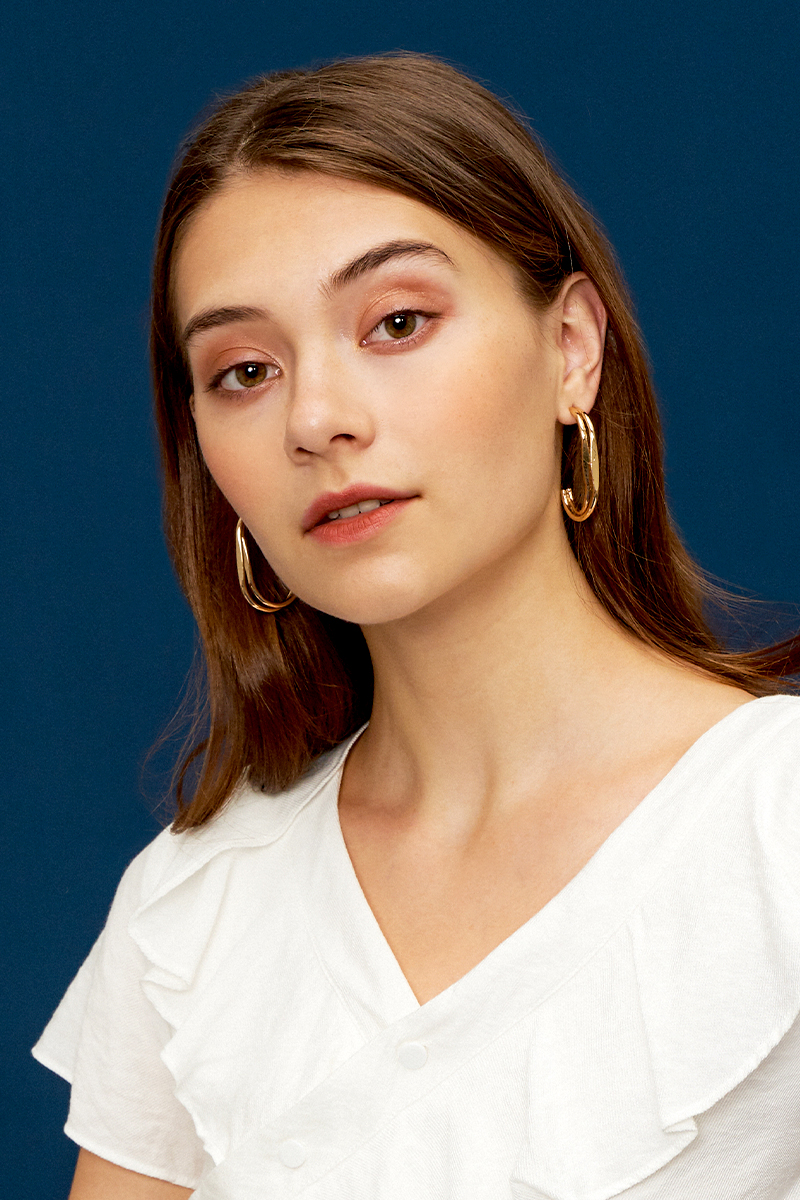 GOLD C-SHAPED EARRINGS
