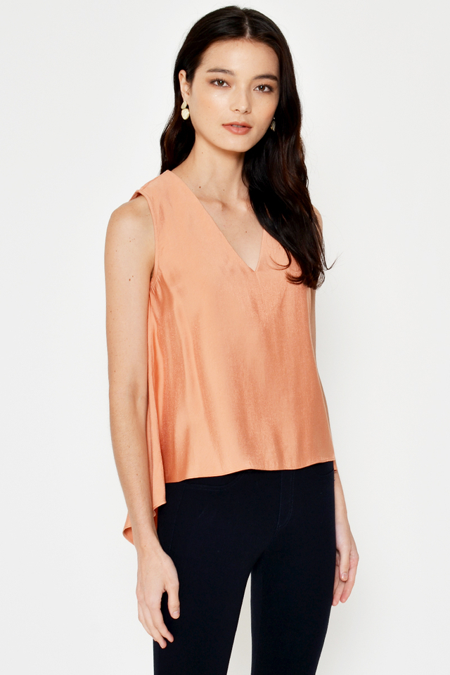 CHRISTINE HIGH-LOW TRAPEZE TOP
