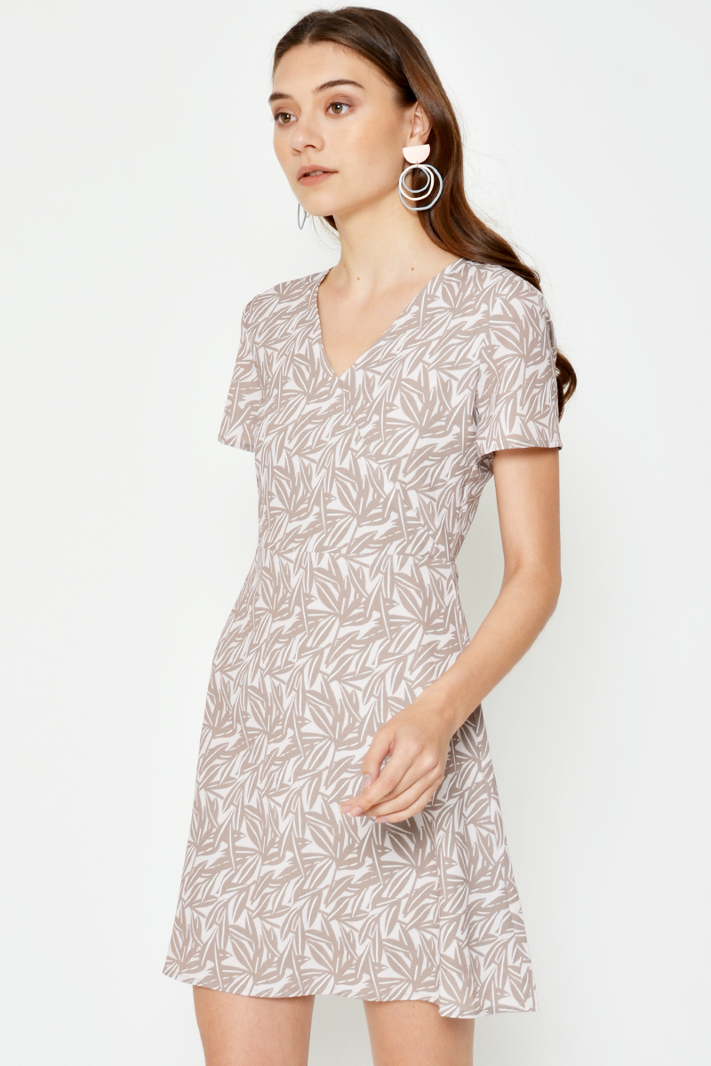 JOELLE LEAF PRINT FLARE DRESS W SASH