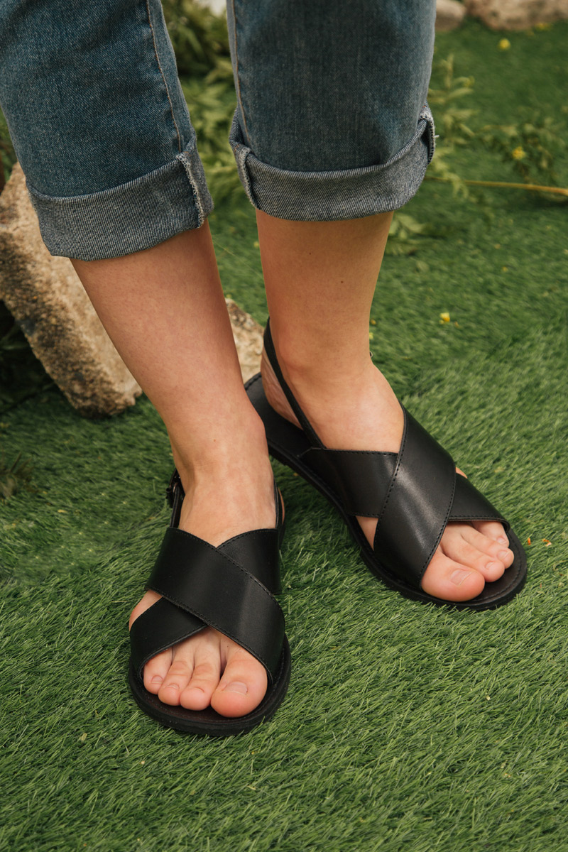 GAIA CRISS CROSS SANDALS