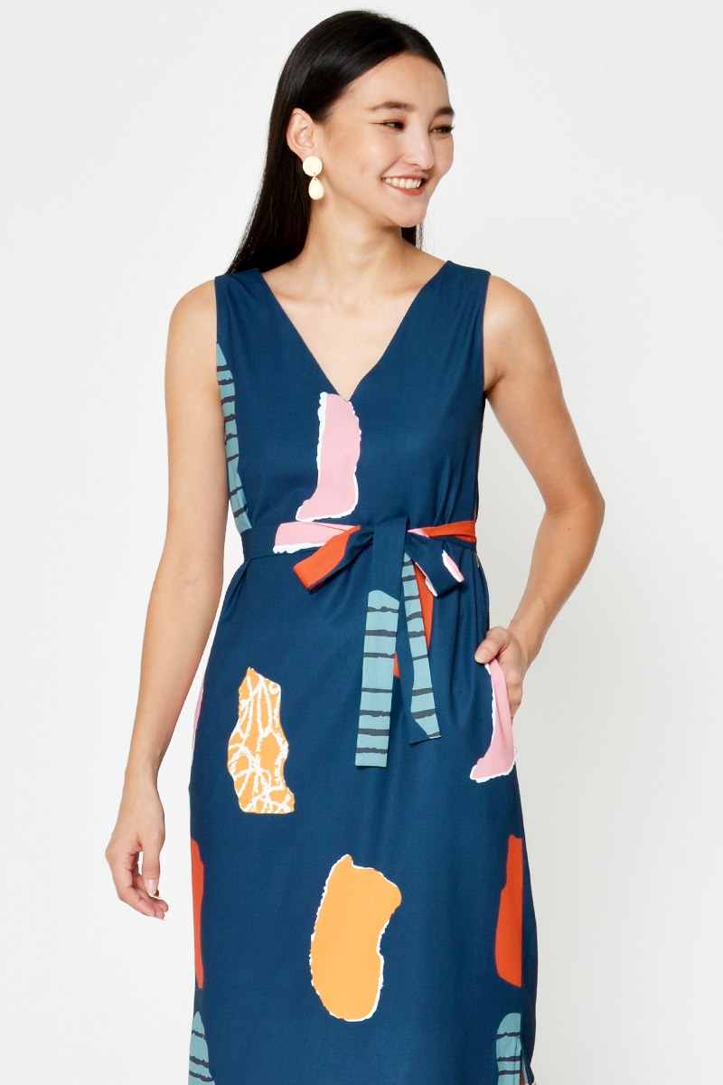 CARRINE ABSTRACT PRINT MIDI DRESS W SASH