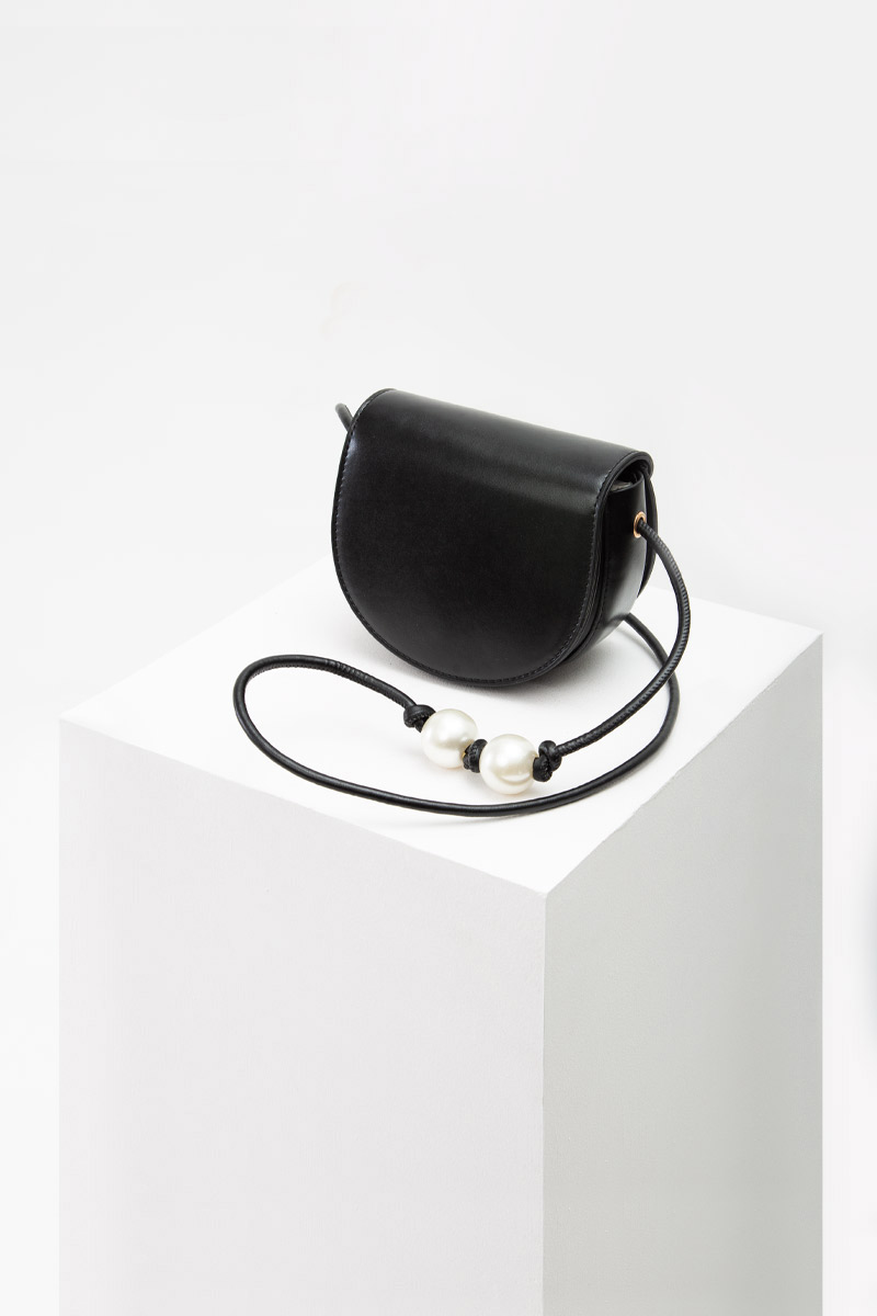 DUO PEARL HALF MOON SLING BAG