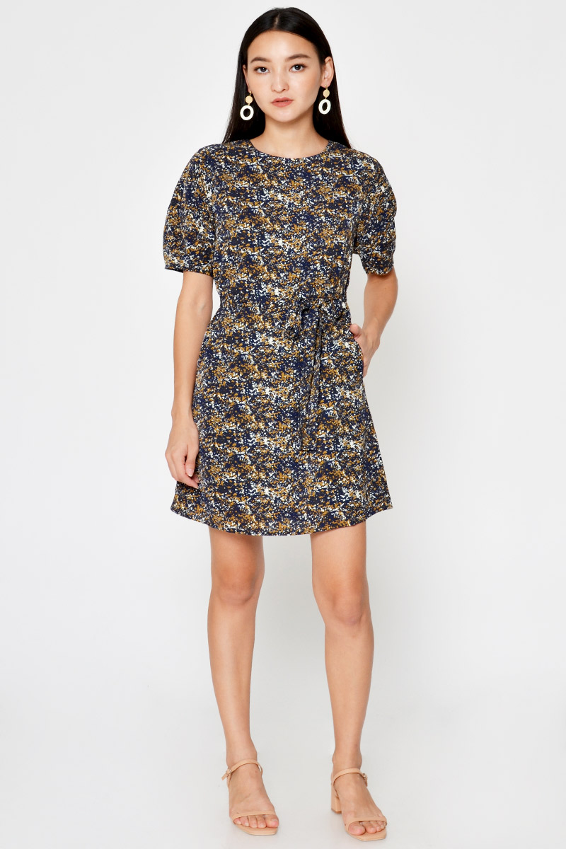 NINA ABSTRACT PUFF SLEEVE DRESS W SASH