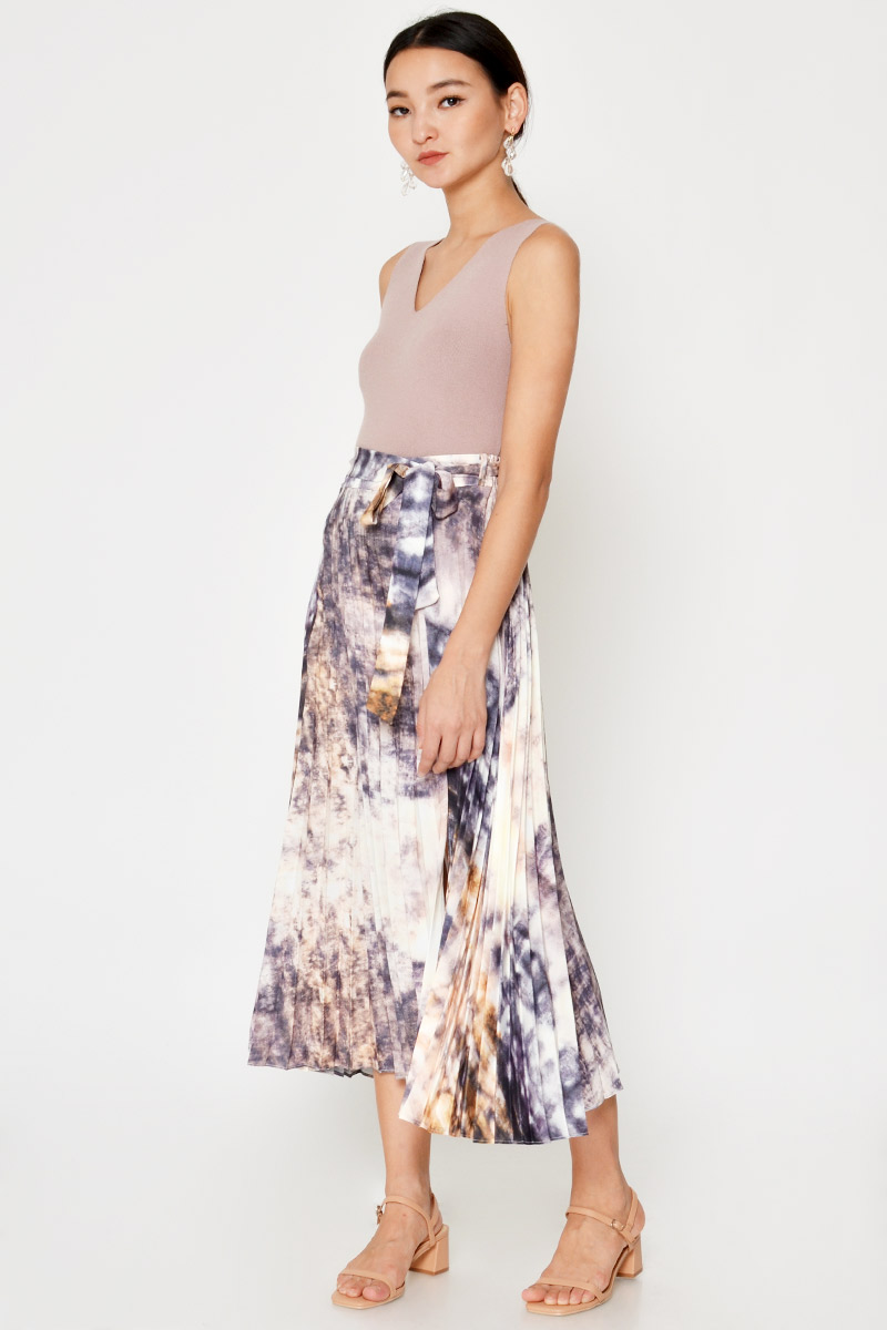 NOELA ABSTRACT PLEATED SKIRT W SASH
