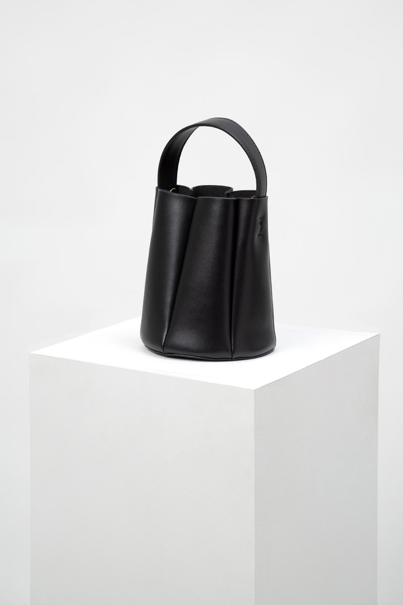 LEATHER PLEATED BUCKET BAG
