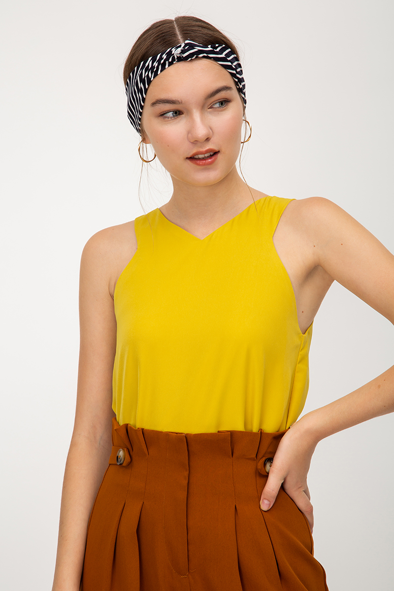 MONICA CUT IN NECKLINE TOP