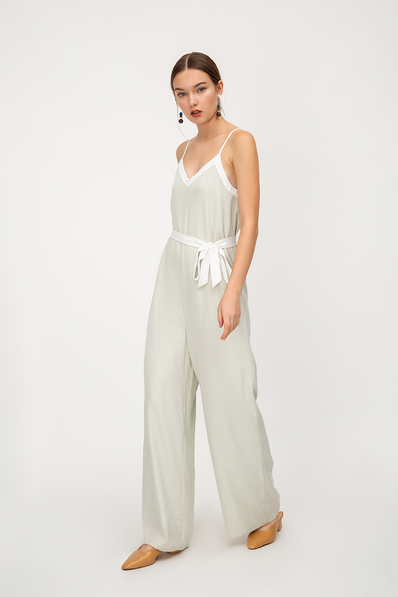 EMILEA CONTRAST PIPING FLARE JUMPSUIT W SASH
