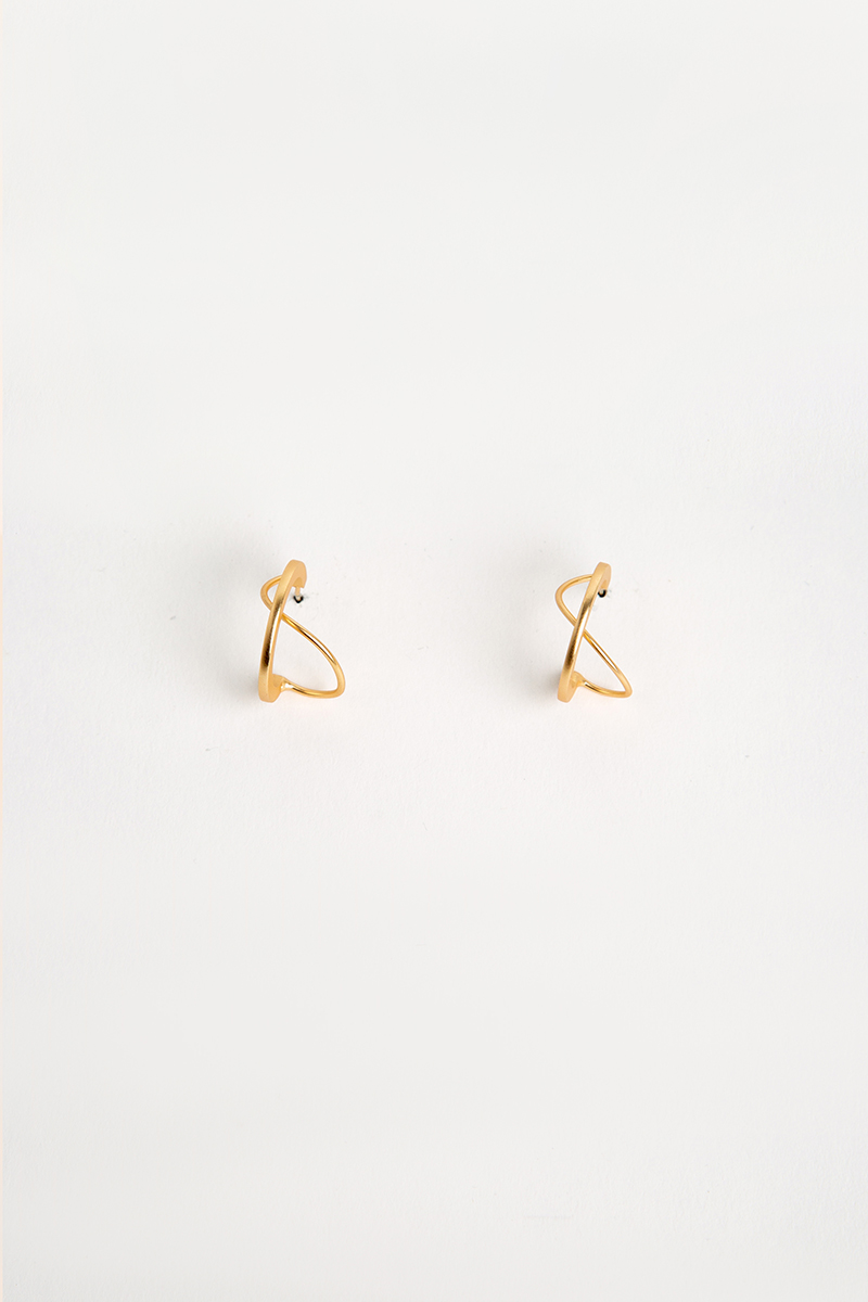 C-SHAPED SWIRL EARRINGS