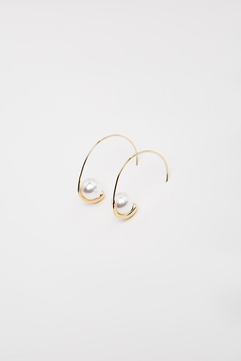 PEARL ON HOOP EARRINGS
