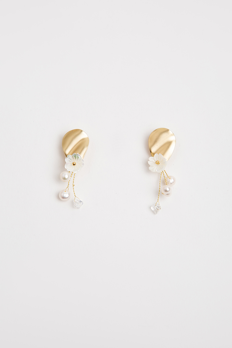 FLOWER AND PEARLS GOLD DROP EARRINGS