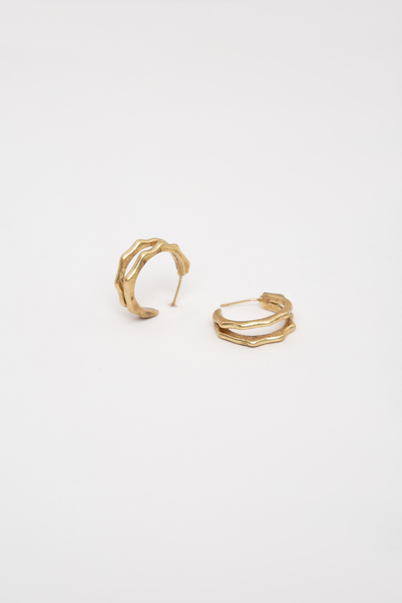DUO CRINKLE C-SHAPE EARRINGS