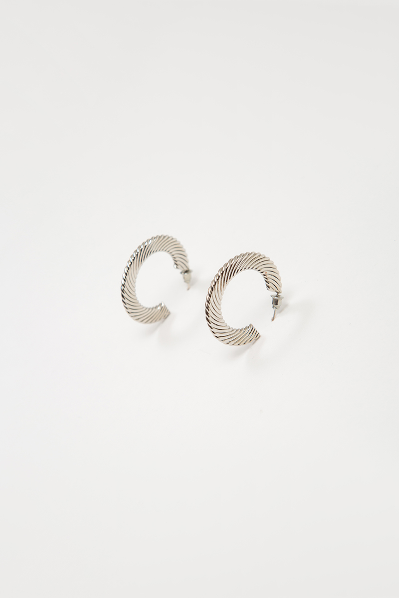 RANDA C-SHAPED EARRINGS