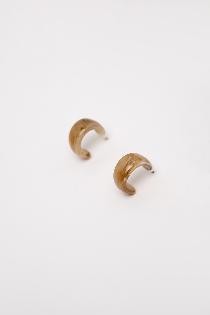 MARBLE C-SHAPED RESIN EARRINGS