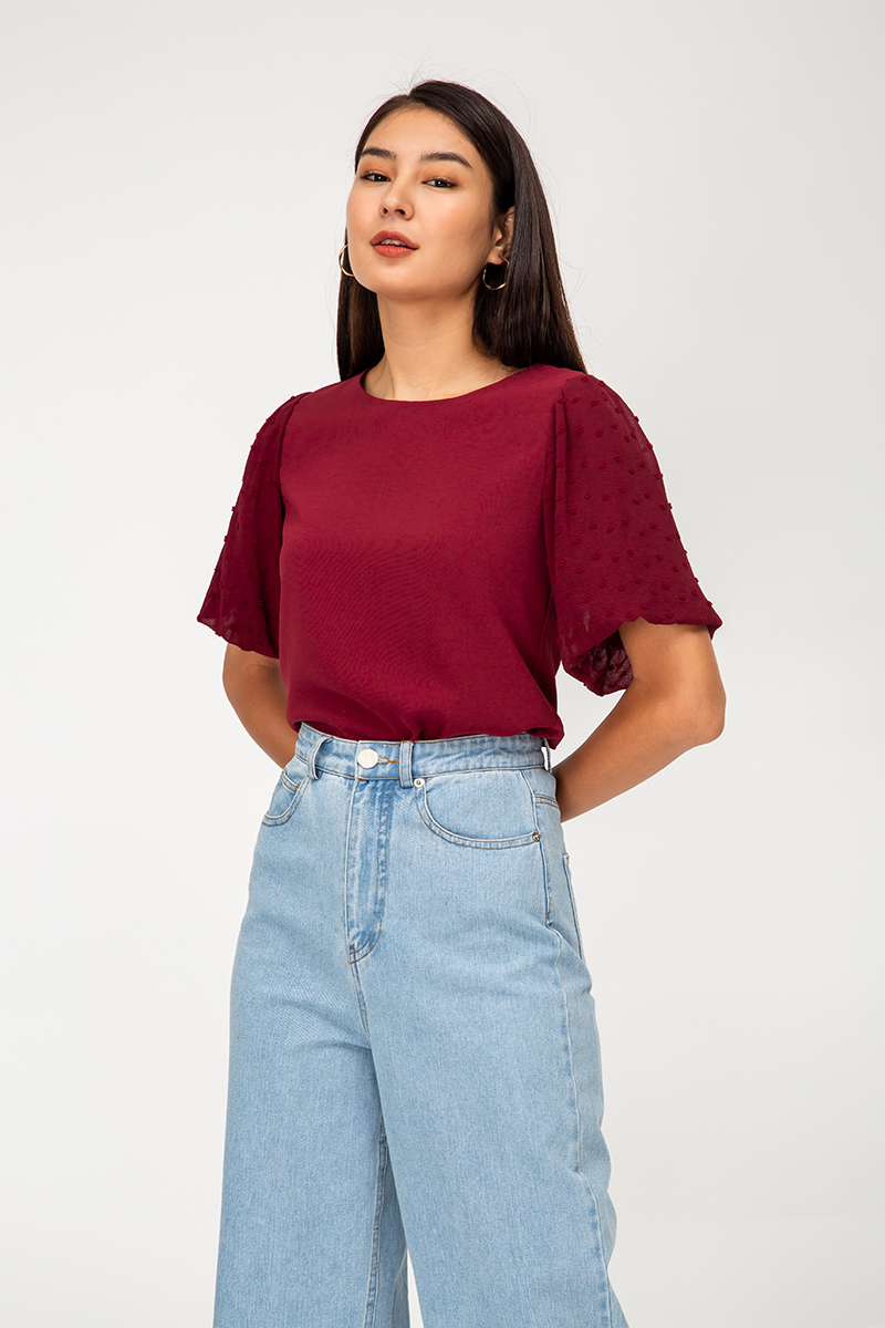 OLICIA DOBBY DOT PUFF SLEEVE TOP