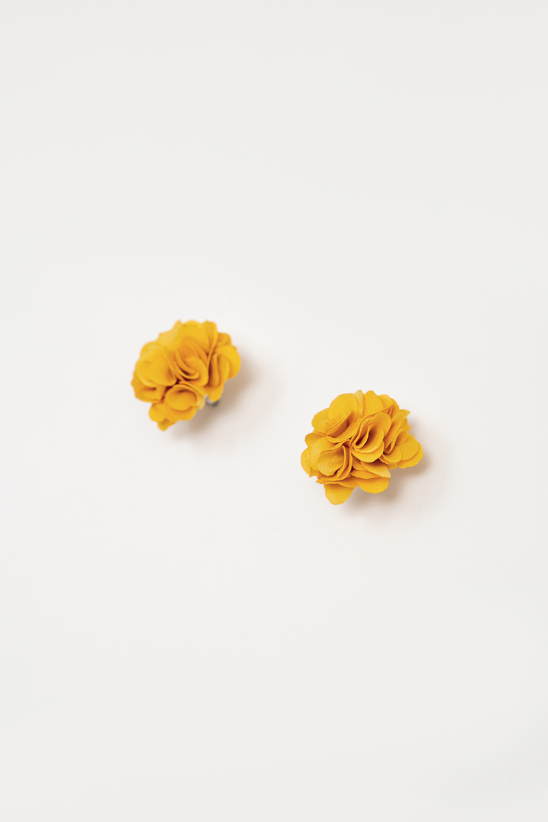 SOFT ORANGE BLOOMS EARRINGS