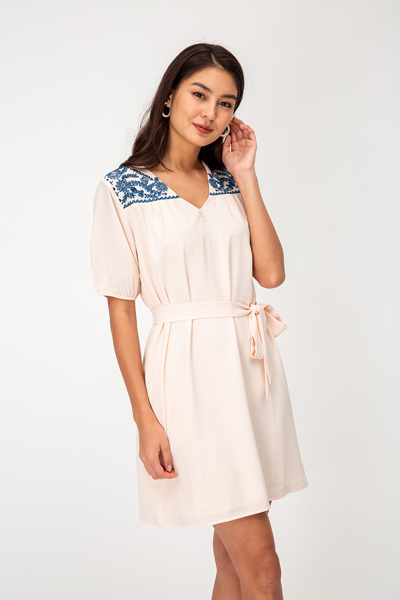 AMBRIA EMBROIDERY DRESS W SASH