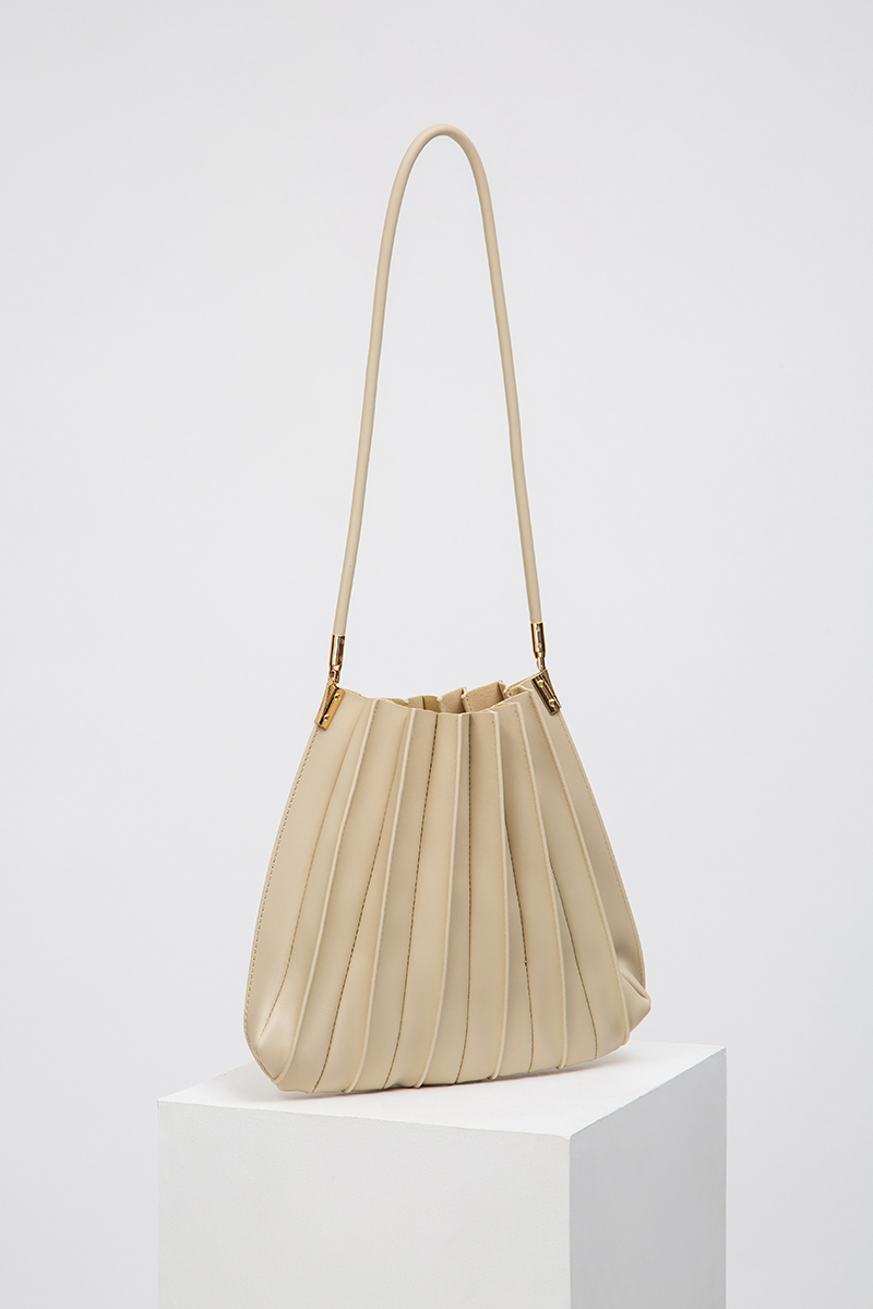 *BACKORDER* ISSY PLEATED TRAPEZE BAG