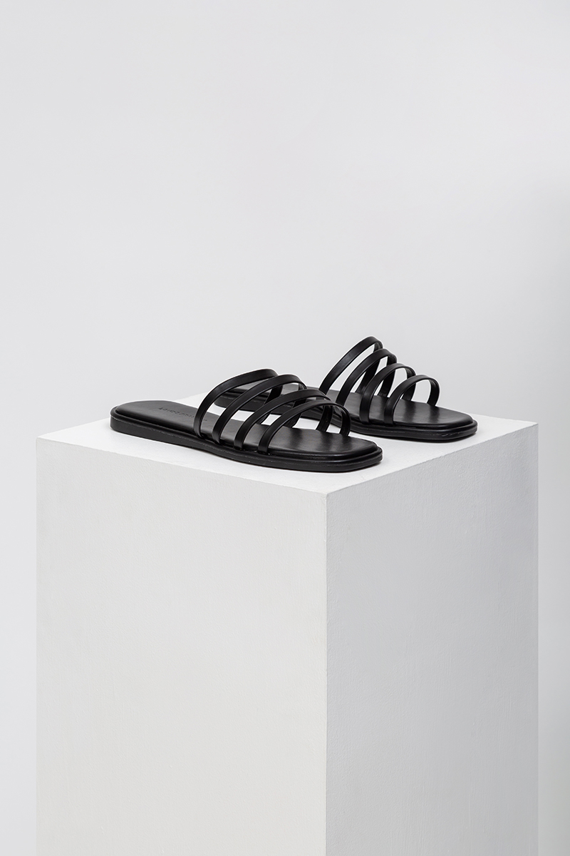 LUCIE STRAPPY SLIDES