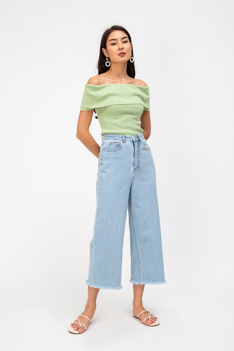 GALLIE OFFSHOULDER KNIT TOP